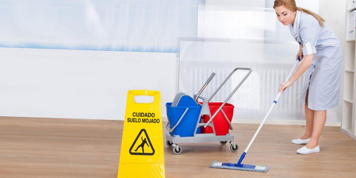 limpieza en Valencia - escoba