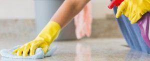 limpieza en Valencia - guantes amarillos