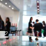 organización de eventos en Valencia - reunión con café