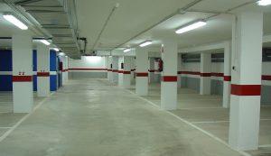 limpieza de garajes en Sevilla - garaje blanco y azul