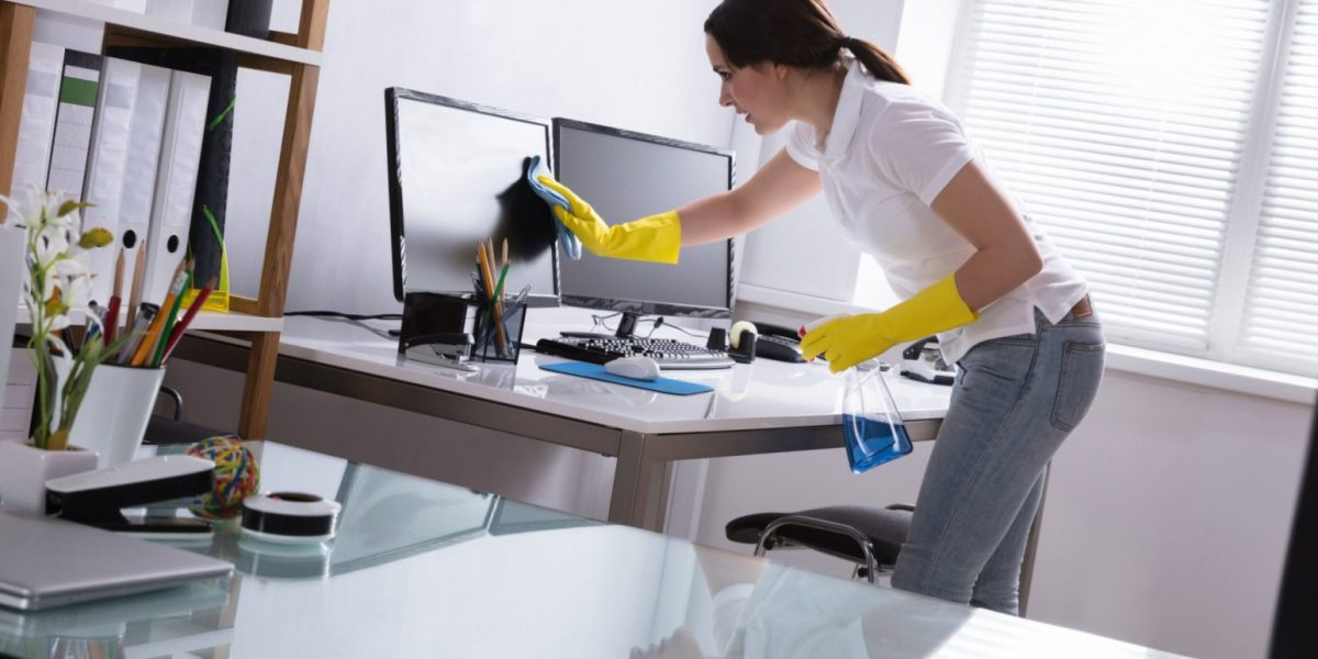 desinfección de oficinas en Valencia - monitor